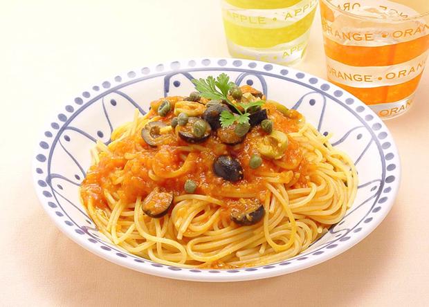 美味しそうなオリーブのトマトソースパスタ・スパゲッティー