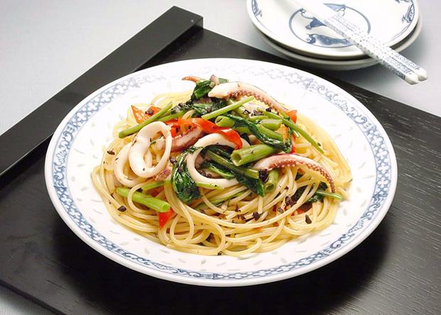 美味しそうなイカとエンサイのパスタ・スパゲッティー